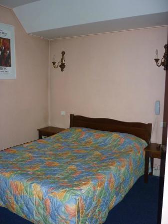Acacias Hotel De Ville: Bed