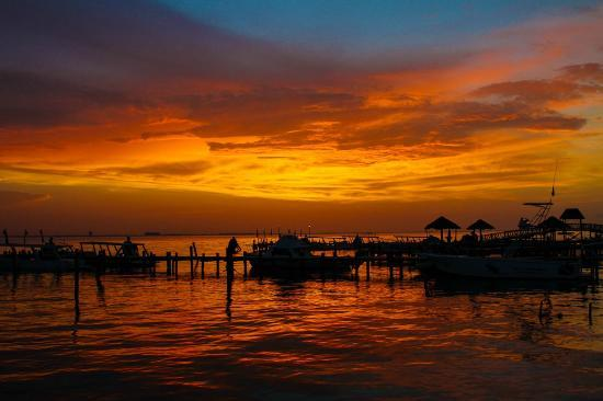 Isla Mujeres Palace : Beautiful Sunsets