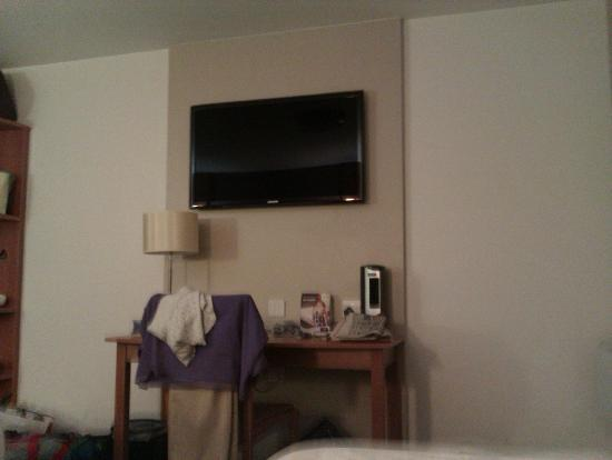 Premier Inn Glasgow East Hotel: TV in Room!