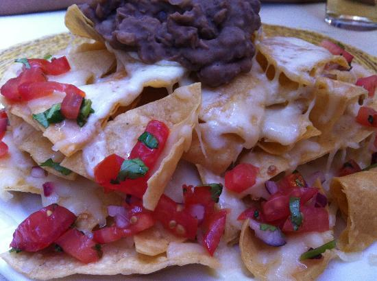 La Hacienda Mexican Restaurant: Nachos with black beans paste