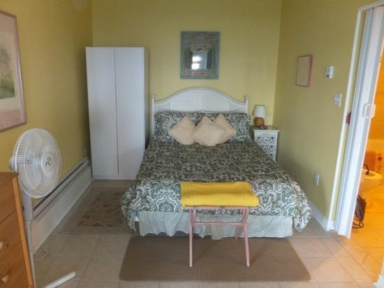 Sea Parrot Ocean View Manor Resort: Garden Suite