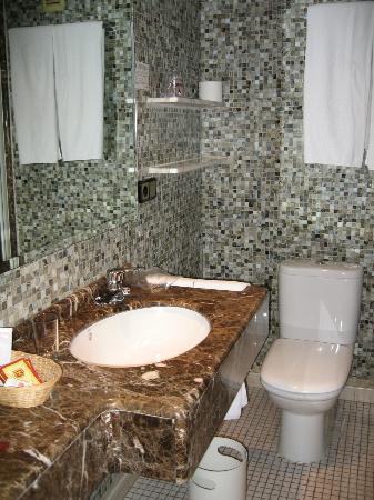 Hotel Temple Ponferrada: Baño