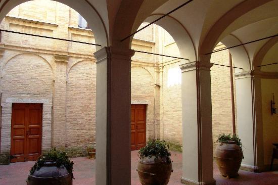 Villa Osperellone: Arches in the Entrance