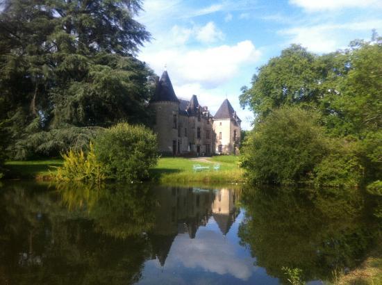 Chateau de Ribagnac: lake
