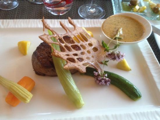La Fleur du Lac: Le filet de bœuf sauce Charlemagne