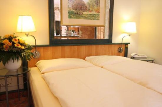 Arcadia Hotel Dusseldorf: Guest Room