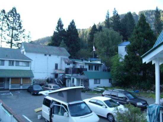 Downieville River Inn and Resort: Back up the hill