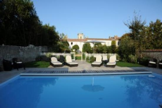 Hotel de Toiras: Villa Clarisse heated swimming pool