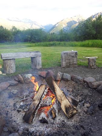 Majestic Valley Wilderness Lodge : After-dinner bonfire
