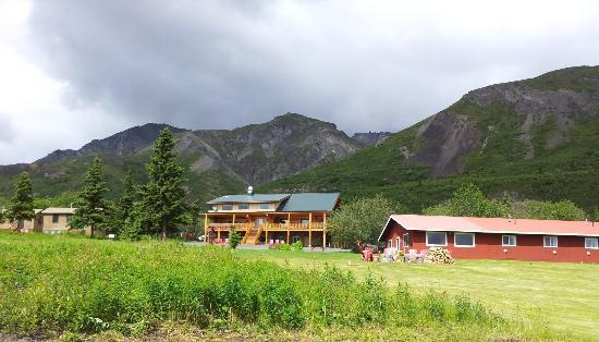 Majestic Valley Wilderness Lodge : Cabins, main lodge, bunkhouse