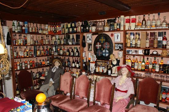 Svostrup Kro: The breakfast buffet room - and the whisky collection