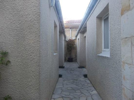 """Aquitain Hotel : Nice Little """"Scenery"""" Outside Rooms"""