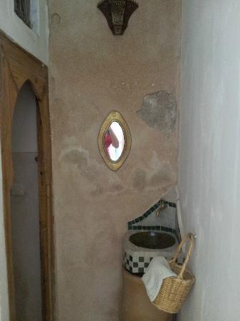 Riad Ineslisa: Baño planta baja