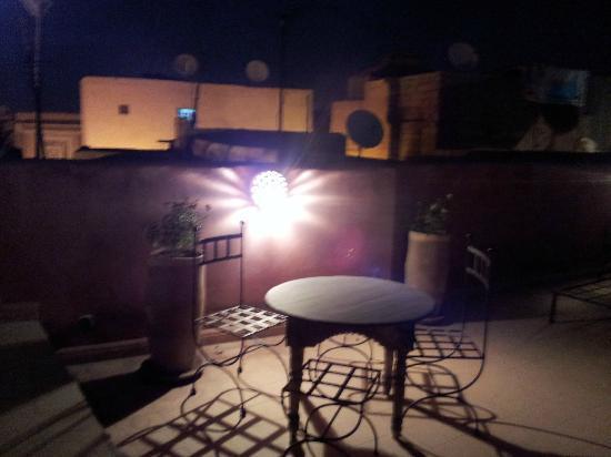 Riad Ineslisa: Terraza de noche