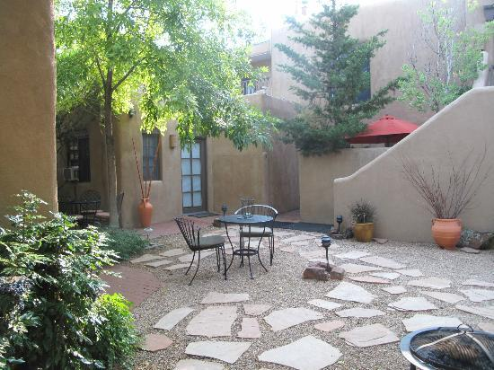 Casa de Tres Lunas: Beautiful Courtyards