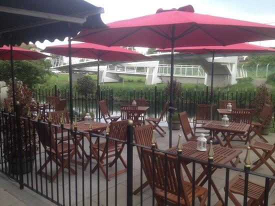 The Rivermill: outside eating