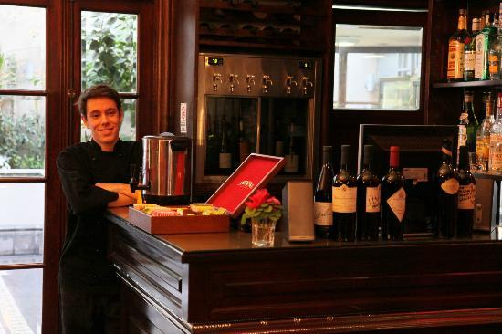 Miravida Soho Hotel & Wine Bar: Breakfast area with Felipe the bar master