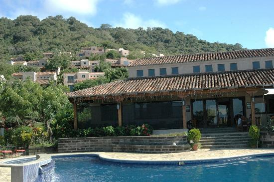 Villas de Palermo Hotel & Resort: Looking at restaurant from pool area
