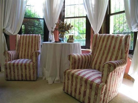 Mountain Manor Guesthouse: Details from Honeymoon Suite