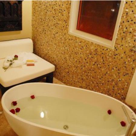 Hotel Aladdin: Guestroom Bath