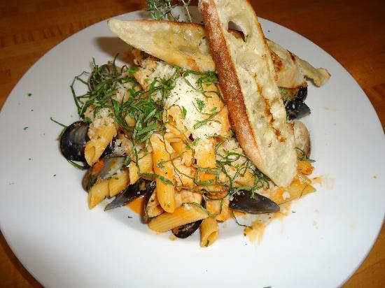 Driftwood Bistro: Awesome Seafood Pasta