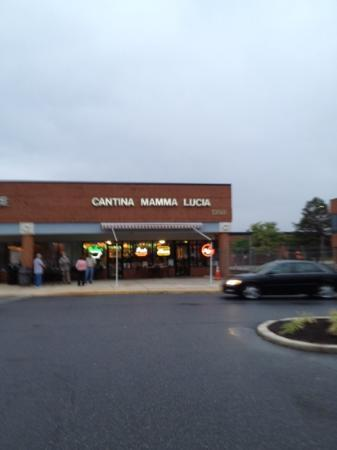 Cantina Mamma Lucia: great place to eat!