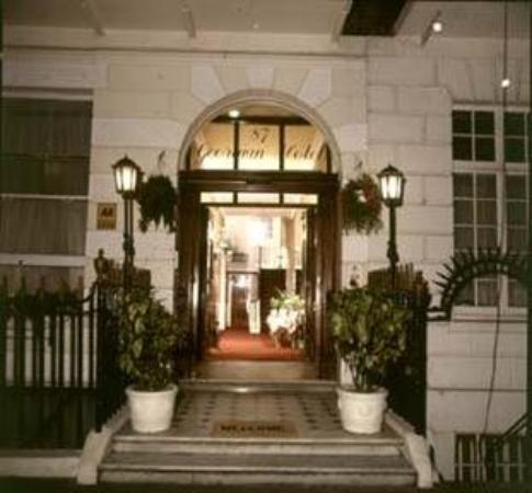 Georgian Hotel: Exterior
