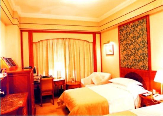 Regal Hotel: Guest room