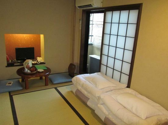 Matsubaya Inn: Interior of room