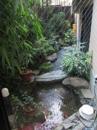 Matsubaya Inn: Cute Koi garden by stairs/ breakfast area
