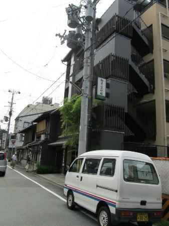 Matsubaya Inn: View from street approaching Matsubaya