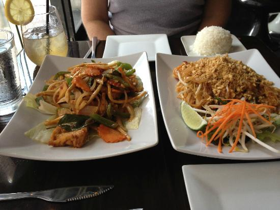 Pad thai new york city 114 8th ave chelsea for 22 thai cuisine new york ny