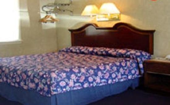 Brentwood Motor Inn: Guest Room