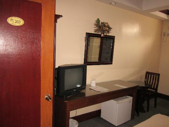E.Y. Suites: Room 203
