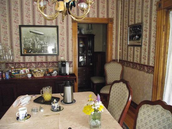 Cheney House Bed & Breakfast: The warm and friendly dining area