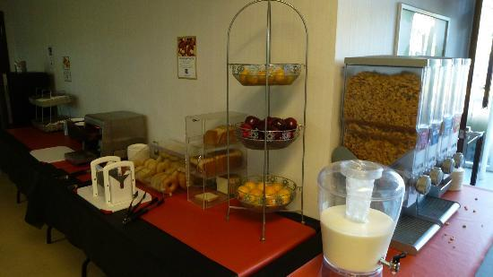 Residence & Conference Centre - Ottawa: Breakfast buffet