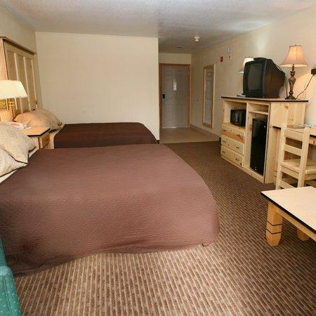 Sisters Inn and Suites: Bed