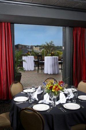 Hotel Julien Dubuque: River Terrace