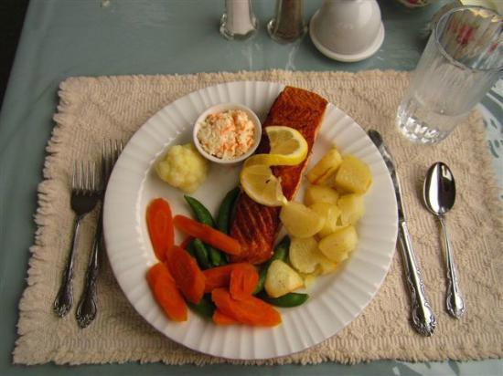 Entente Cordiale Inn : salmon dinner