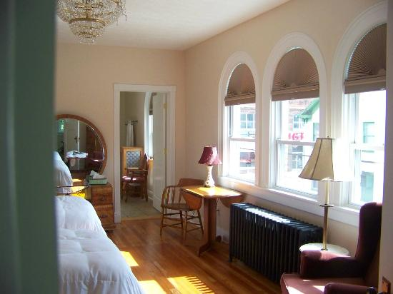 Connellsville Bed and Breakfast: German Room