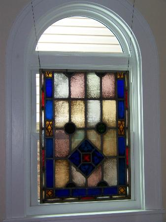 ‪‪Connellsville Bed and Breakfast‬: Stain Glass Window from closed Holy Trinity RC Church‬