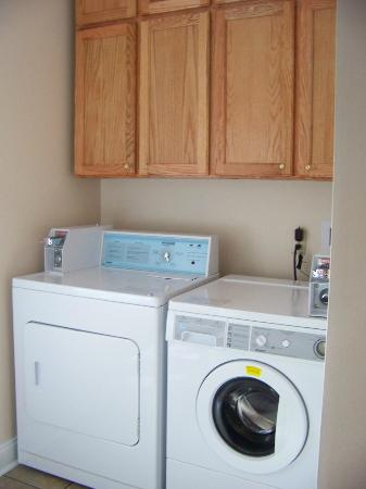 Connellsville Bed and Breakfast: Coin operated laundry
