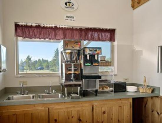 Super 8 Ely Minnesota: Breakfast Area