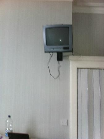 Marine Parade Hotel: TV...hmm, make sure you don't mislay the remote!