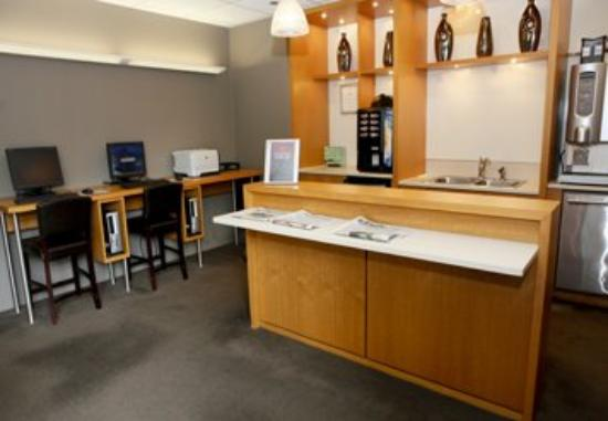 Stan Properties Suites at 1 W Superior Place: Lounge