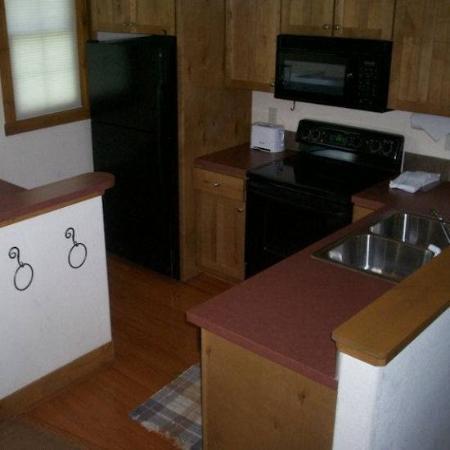 Kicking Horse Lodges: Kitchen