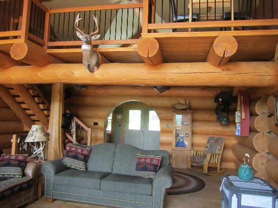 Bear Mountain Lodge : Great room