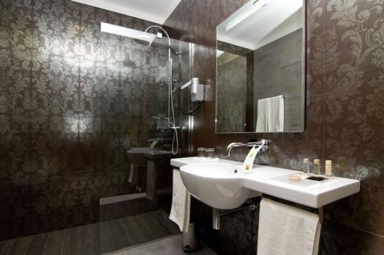 Hotel Palazzo Zichy: Superior Room Bathroom