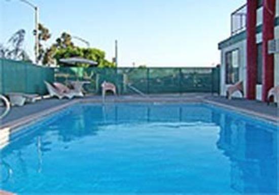 Abby's Anaheimer Inn: Pool View
