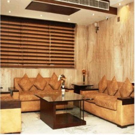 Hotel Saptagiri: Sitting Area